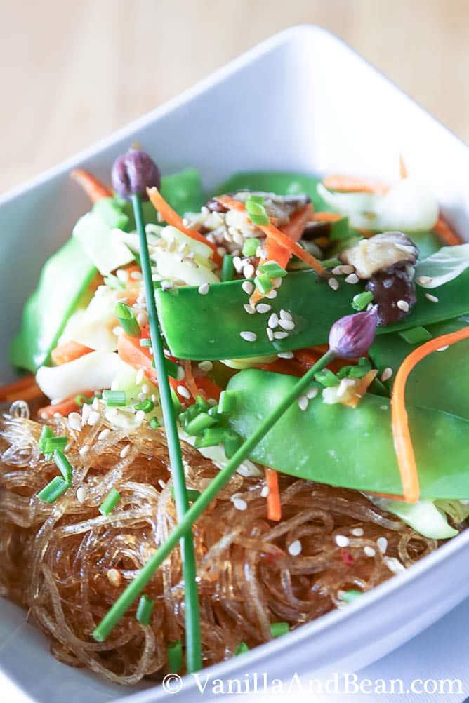 Thai Ginger and Garlic Noodle Bowl   VanillaAndBean.com