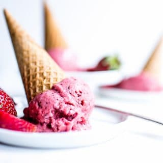 Whip up this frosty whole foods treat in no time. Spiked with a bit of chocolate, creamy Strawberry Chocolate Chip Nice Cream (nicecream) is a delicious and easy way to stay on track. #Plantbased #Vegan #GlutenFree #Dessert #Nicecream